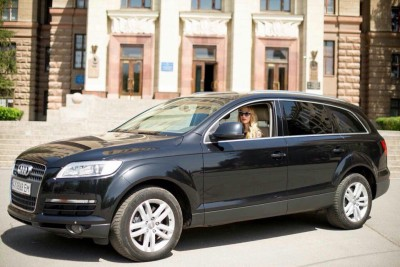 Hire Audi Q7 with driver in Kharkiv