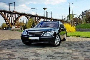 4 Seater Mercedes-Benz S-Class w220 Black for transfer
