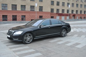 Hire Mercedes-Benz S-Class 221 with driver in Kharkiv